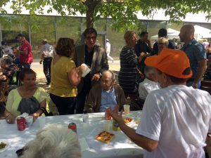 Setmana Gran de la Residència Sant Joan de Deu. Aperitiu i visita de l'alcalde Xavier Fonollosa i altres regidors