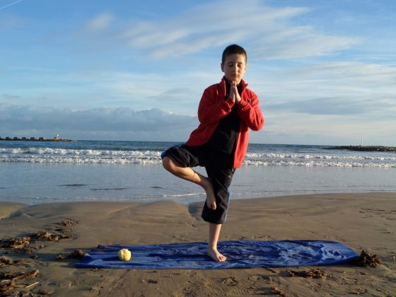'Ioga a la platja' de Claudia Chico (7-12 anys)