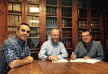 Signatura conveni Escola d'Escriptura Ateneu Barcelonès
